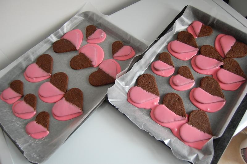 dipped valentines cookies