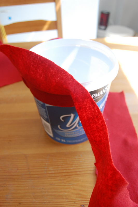 Upcycling an ice cream container (3)