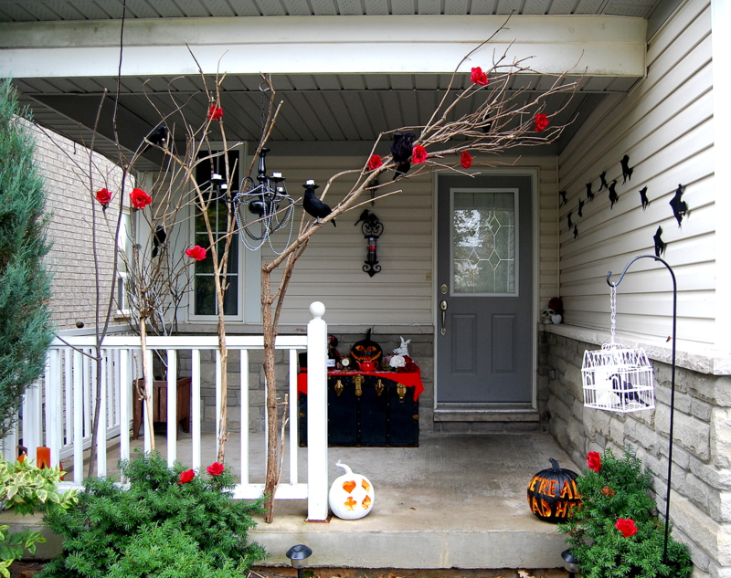 Alice in Wonderland Halloween Porch