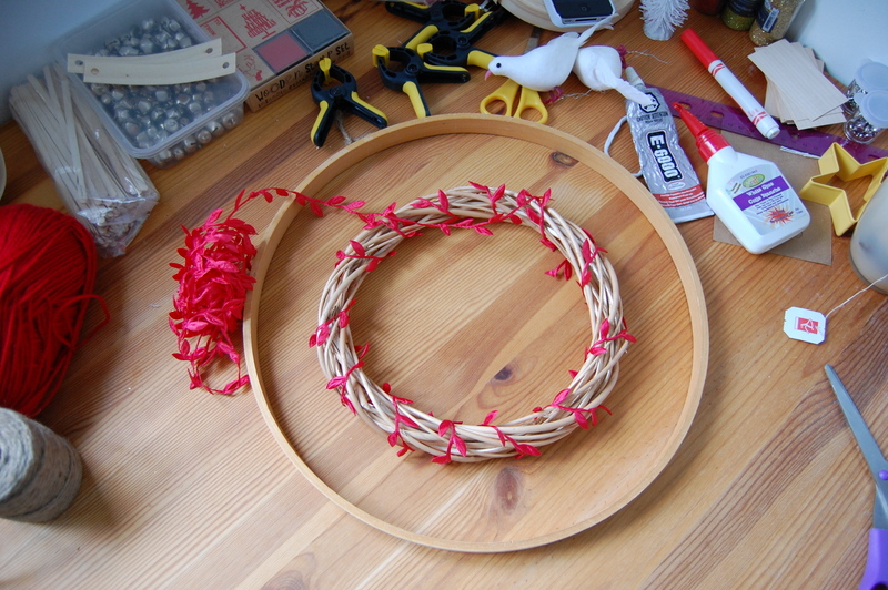 Making an embroidery hoop wreath (2)