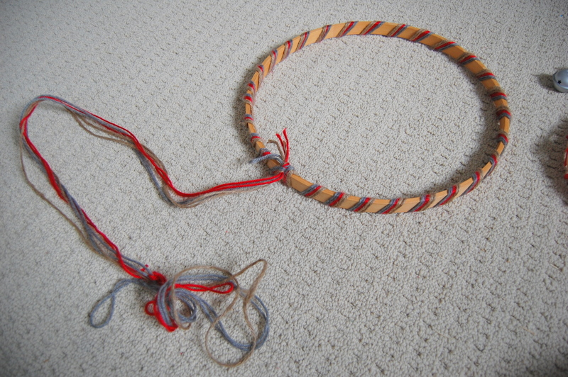 Making an embroidery hoop wreath (4)