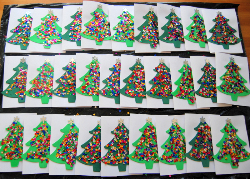 Kids Christmas Card Craft - trees with sequins - northstory.ca