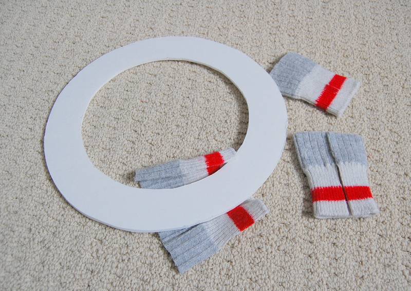 Making an upcycled Christmas Wreath  (5)
