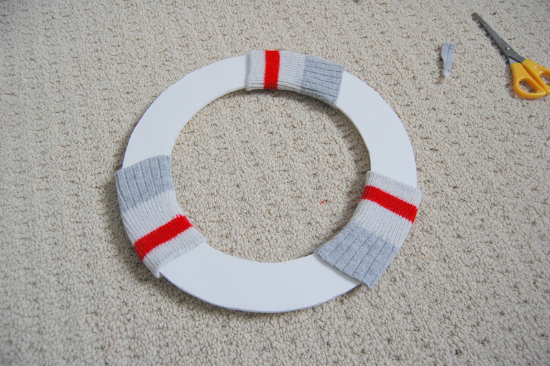 Making an upcycled Christmas Wreath  (6)