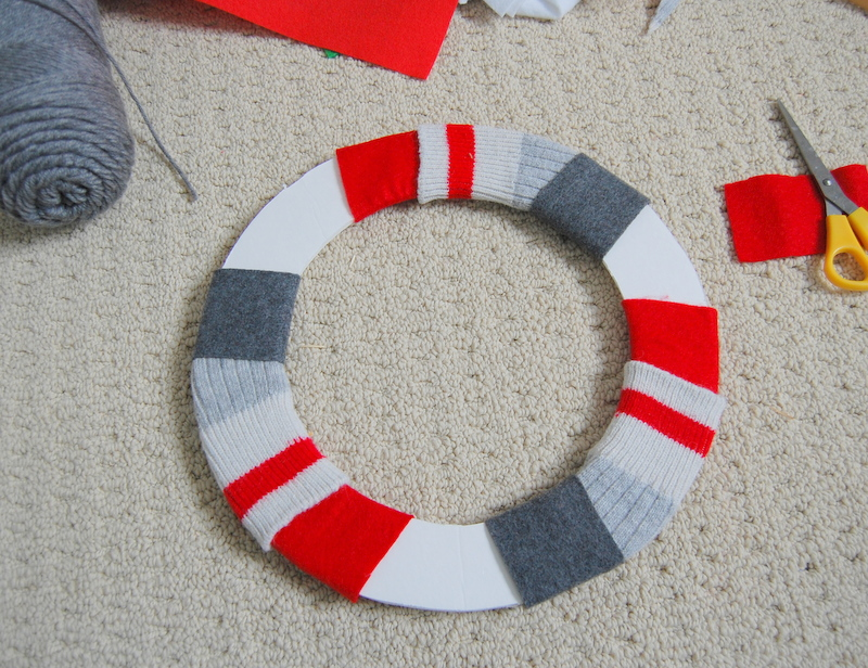 Making an upcycled Christmas Wreath  (7)