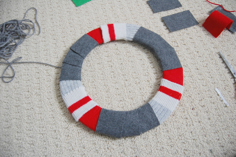 Making an upcycled Christmas Wreath  (8)
