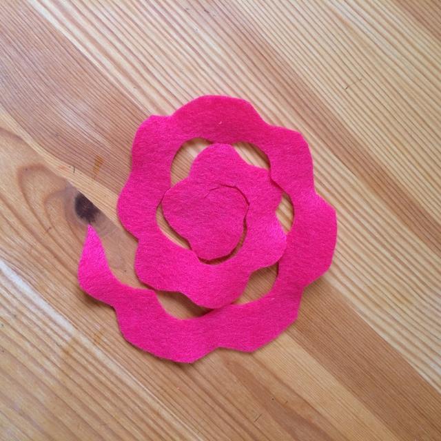 making a felt rose - northstory.ca