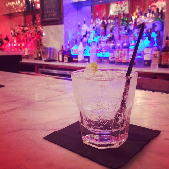 Having a drink at Saints & Sinners in New Orleans - northstory.ca