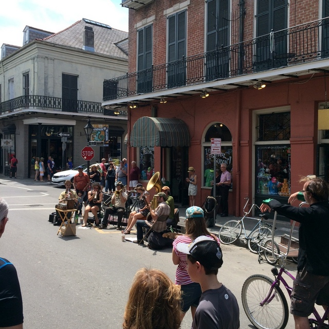 Musicians on the street in the French Quarter - northstory.ca