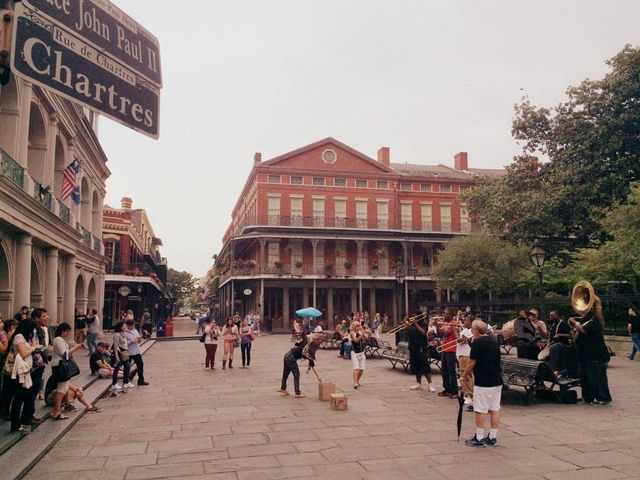 Musicians playing in the French Quarter - northstory.ca