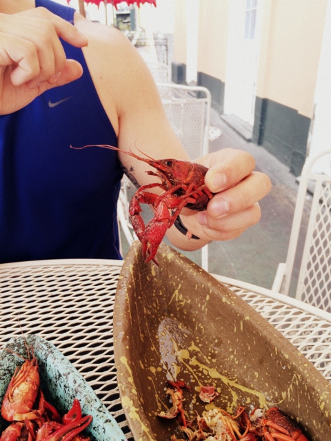 Trying crawfish for the first time in New Orleans at the French Market Restaurant - northstory.ca