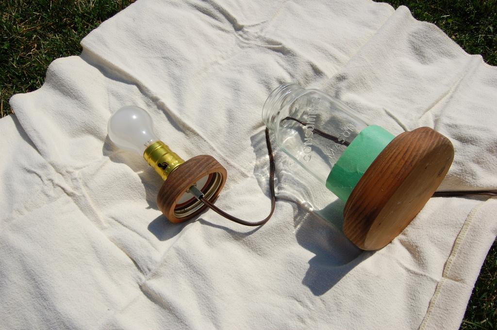 Painting a mason jar lamp - northstory.ca