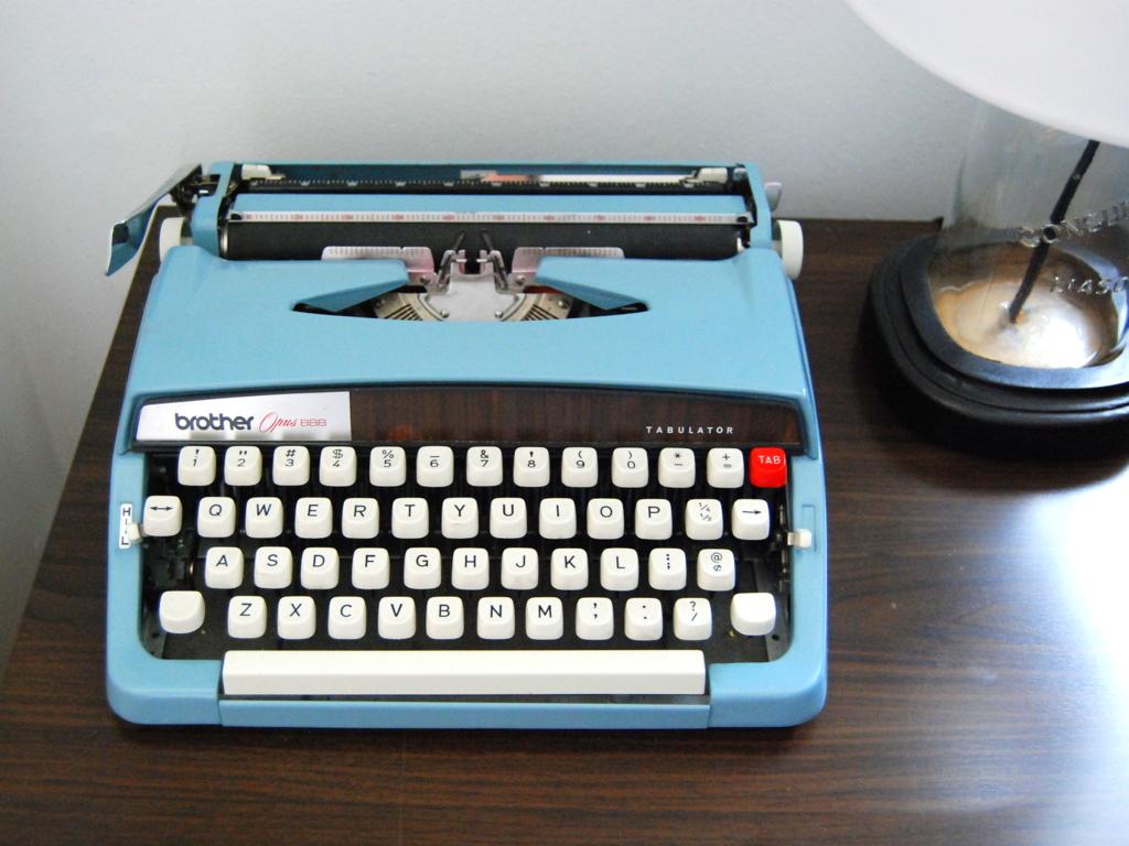 Vintage Brother Tabulator Aqua Typewriter - northstory.ca
