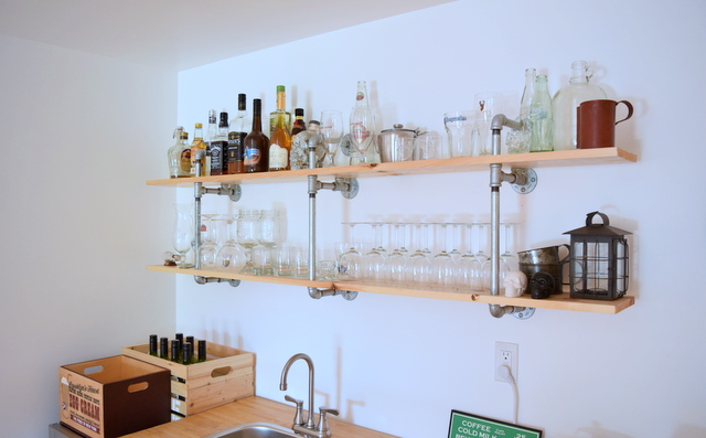 DIY Industrial Pipe Shelves with light coloured wood - northstory.ca