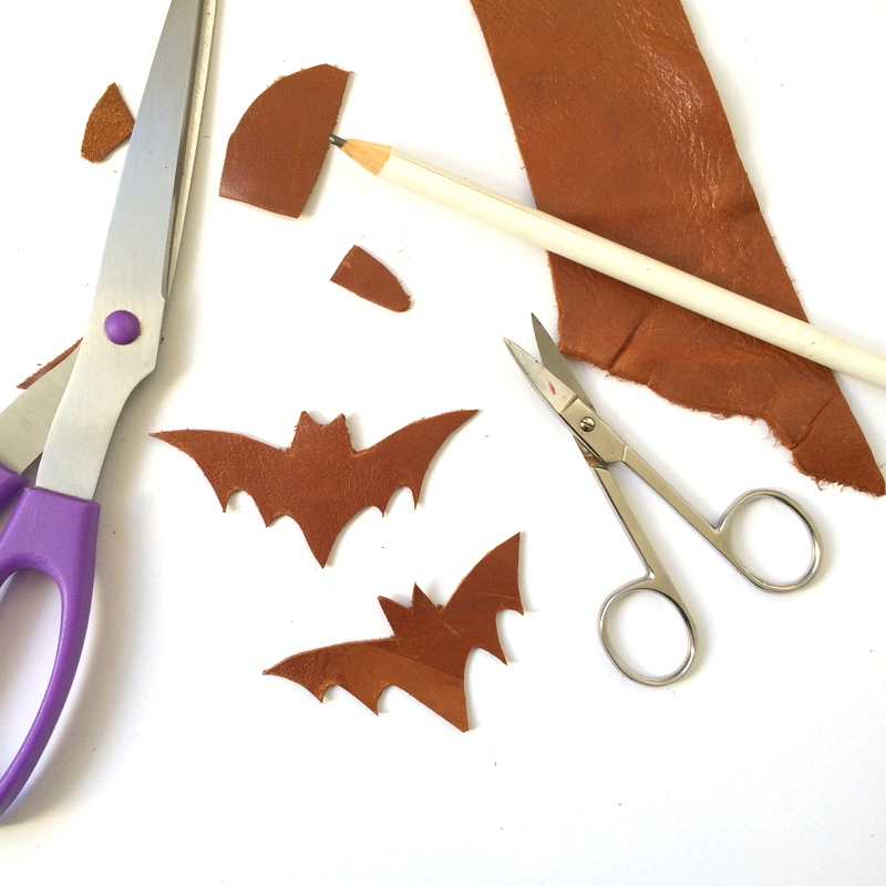 Making a leather necklace in the shape of a bat - northstory
