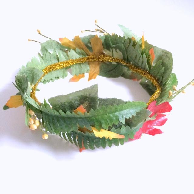 fake plastic leaf tiara
