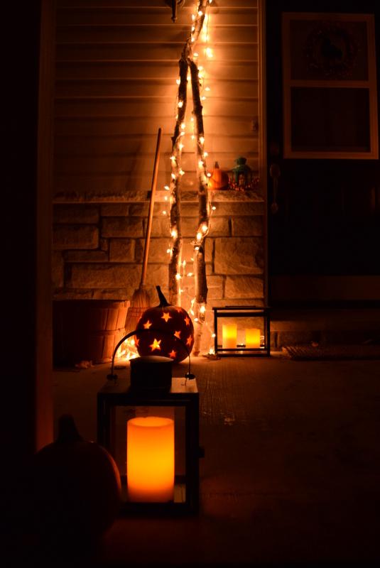 Halloween decor using white lights and lanterns - northstory