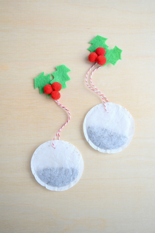 Christmas tea bags made with felt holly embellishments - northstory
