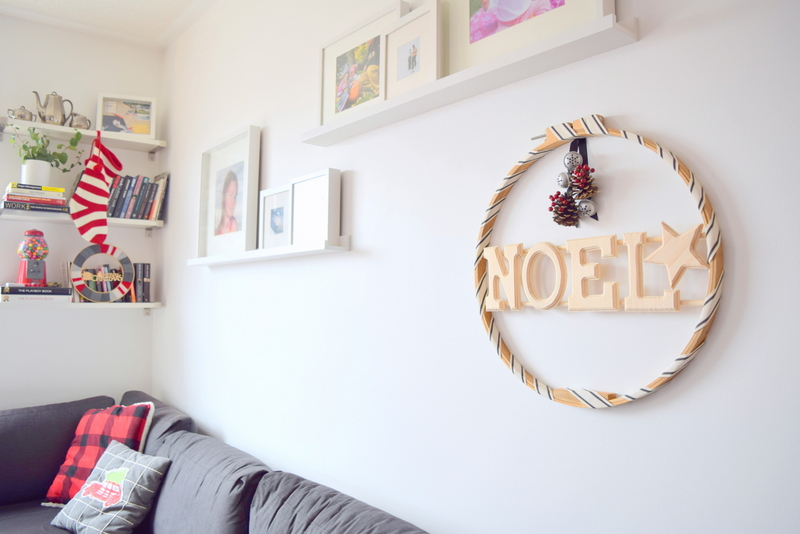 DIY wood Christmas wreath - wall art made with an embroidery hoop and wood letters - northstory