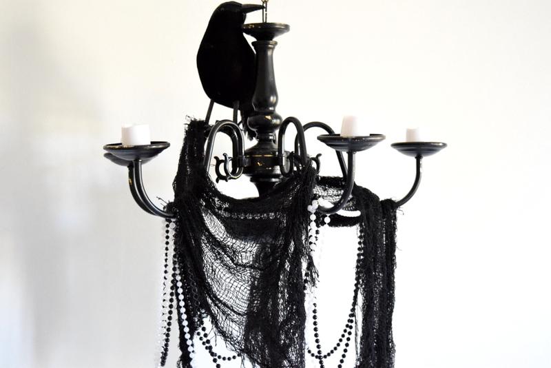 halloween-chandelier-details