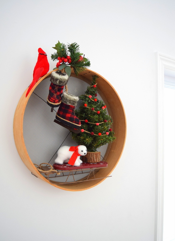 a-wood-sifter-upcycled-into-a-christmas-wreath