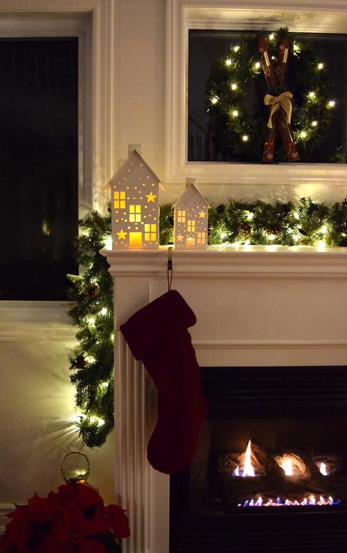 fireplace-mantel-holiday-lights-2