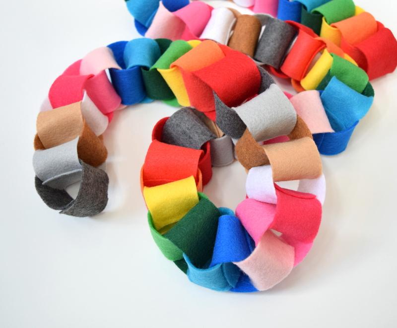 felt-garland-in-rainbow-colours