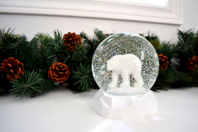 polar-bear-snowglobe-from-winners