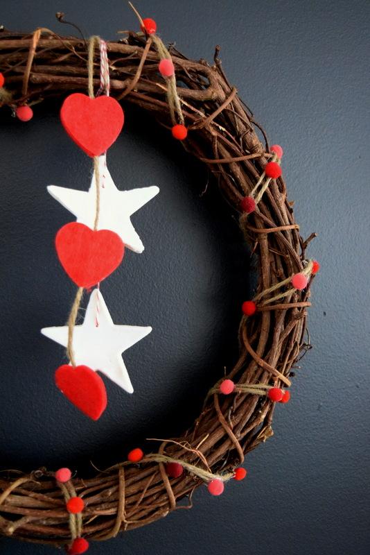 rustic-pom-pom-wreath